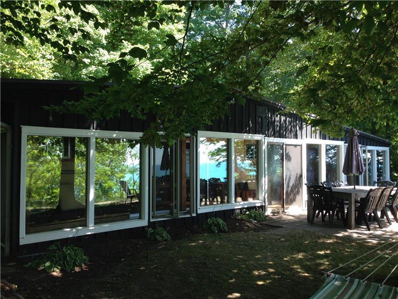 Tremendous Waterfront Cottage On Lake Huron Bayfield Cottage Rental Download Free Architecture Designs Momecebritishbridgeorg
