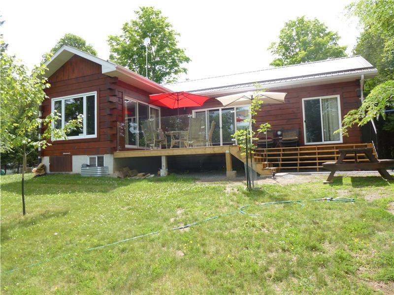 Terrific Pine Burrow Cottage On Round Lake Havelock Cottage Rental Interior Design Ideas Gentotryabchikinfo