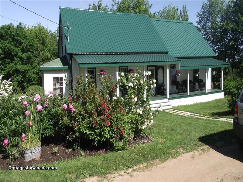 Jan's Place (lakeside cottage with - Codys Cottage Rental