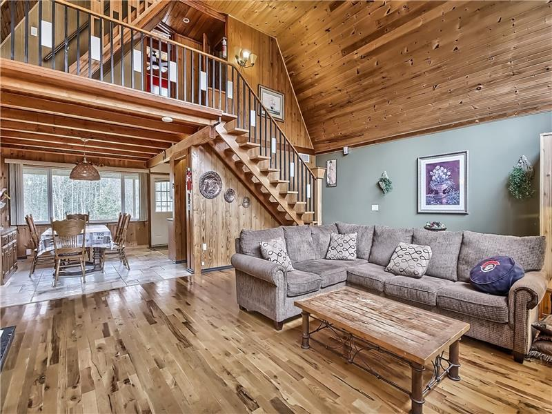 Waterfront Cozy 4 Bedroom Chalet - Fenelon Falls Cottage ...
