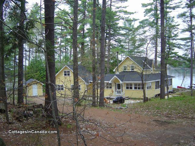 Excellent Mellow Yellow Gravenhurst Cottage Rental Di 16805 Download Free Architecture Designs Scobabritishbridgeorg