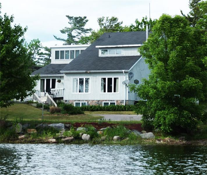 Victoria family cottage delawana honey harbour cottage for Georgian bay cabin rentals