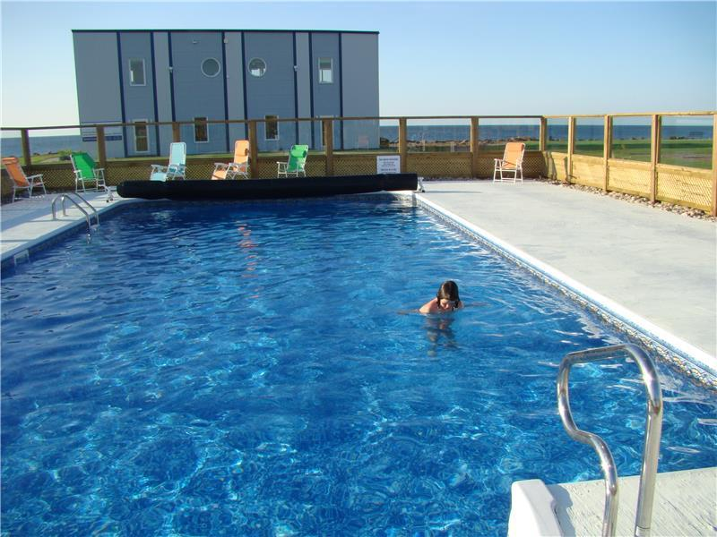 Beachfront condo with pool still grand barachois - Swimming pool leipzig ...
