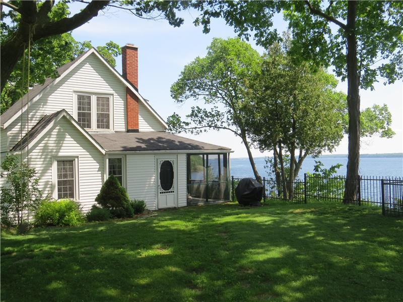 Idyllic 1000 Islands Waterfront Brockville Cottage