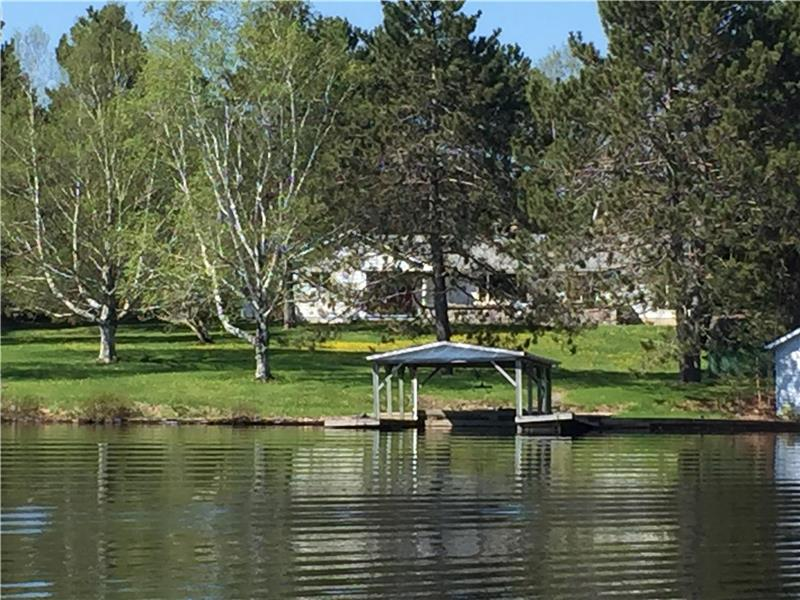 beautiful weslemkoon lake modern bancroft cottage rental di rh cottagesincanada com weslemkoon lake cabin rental airbnb weslemkoon lake cottage rental