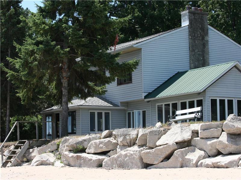 pelee island book house pelee island cottage rental pl 22726 rh cottagesincanada com pelee island cottages cheap pelee island cottages to rent