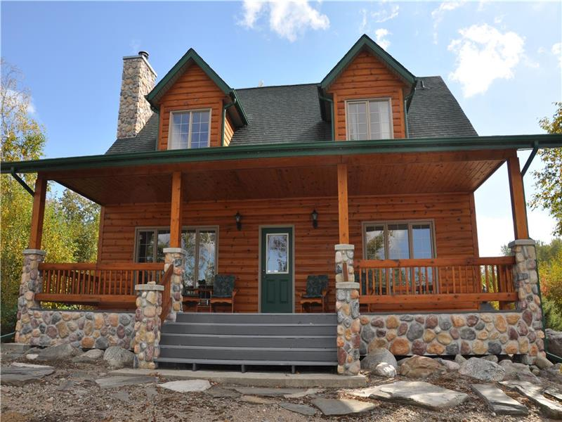 Waterfront lake winnipeg manigotagan cottage for sale for Canadian cabins for sale