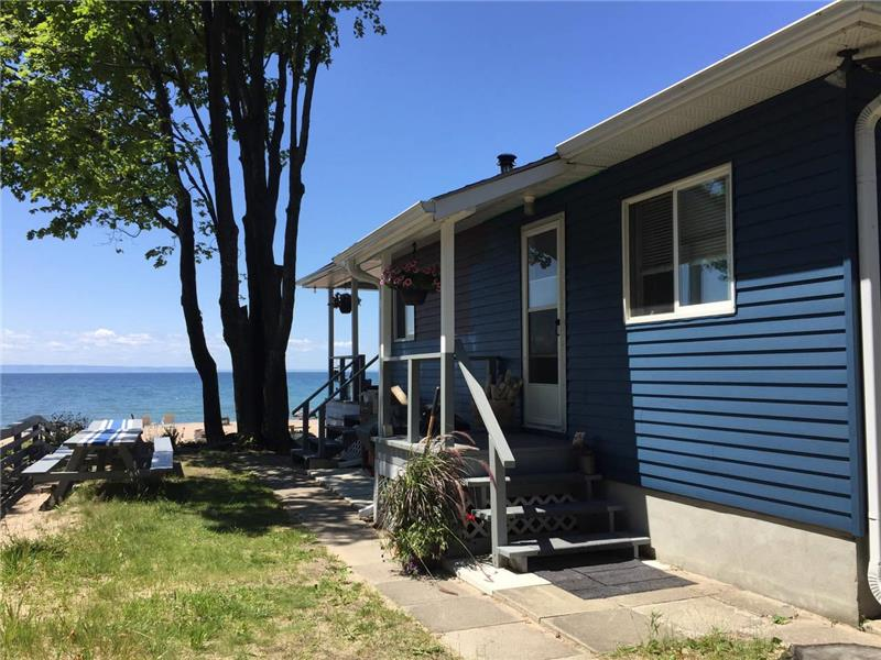 Waterfront Cottage On Sandy Beaches Tiny Al Gl 24781