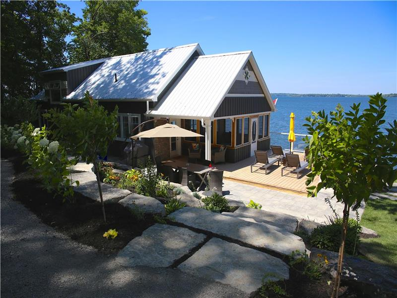 Excellent Bay Vista Cottage In Prince Edward Picton Cottage Rental Download Free Architecture Designs Viewormadebymaigaardcom