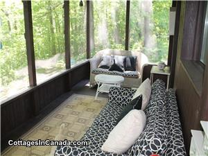 Vue au lac de screened-in porch, sofa Bauhaus, 2 sofa, cussions