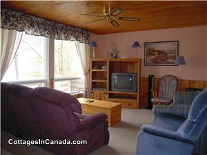 CROWE LAKE (NEAR MARMORA, 45 MIN EAST OF PETERBOROUGH)-COZY WATERFRONT COTTAGE FOR RELAXING+FISHING!