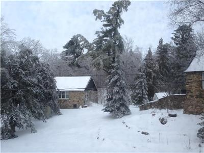 Cobblestones Cottages Resort / Retreat at Bolingbroke --4 Private Stone Cottages, 2 and 3 bedroom