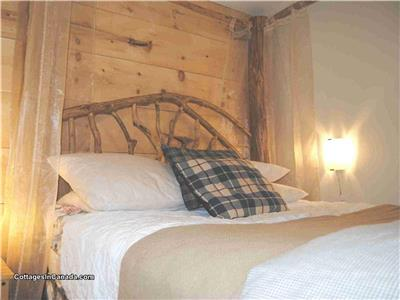 HUMMINGBIRD COTTAGE, BAYFIELD/GRAND BEND. WIFI-AIR-Log bed SATELLITE TV Firepit or Fireplace