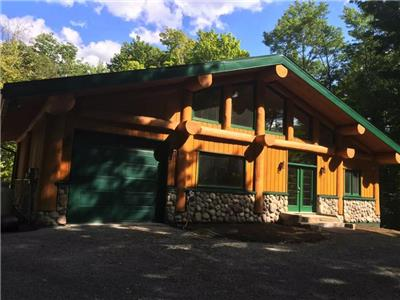 Sugarhouse Log Chalet sur Upper Rideau