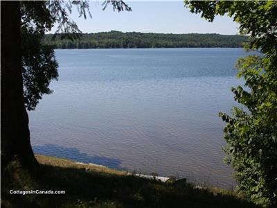 MAPLE LAKE RETREAT - ALGONQUIN HIGHLANDS. SUMMER AVAILABILITY