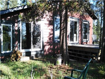 Private cabin in Foothills 1hour (80 km) from Calgary on large acreage