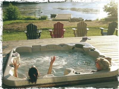 Life is bigger when we're together (lakeside hot tub, sauna, games room, sand beach, log fireplaces)