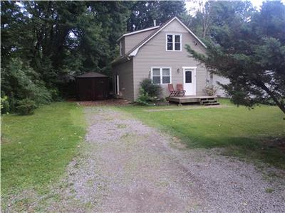 Wildwood Cottage - Huge wooded yard, play center & fire pit