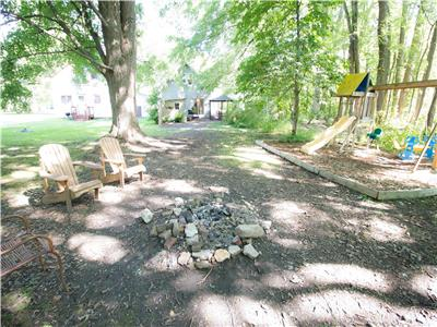 Wildwood Cottage - Beautiful wooded area complete with fire pit