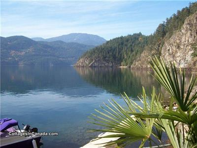 Waterfront Cottage&Cabin Rental in Elfiinlau Harrison Lake 4km boatride from Harrison Hot Springs BC