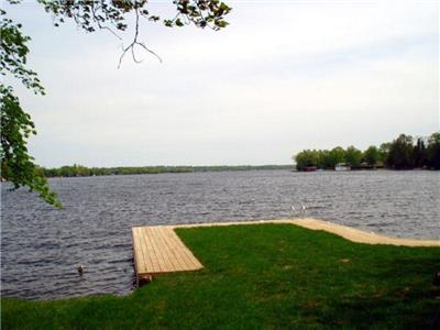 Farview Cottage Totally Renovated 4Bdrm 2 Bath Sleeps 8+ Waterfront With Lakeside Hot Tub!