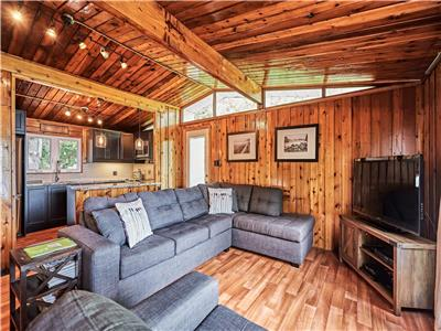 Farview Cottage // Charming waterfront property with modern amenities in the Jewel of the Kawarthas