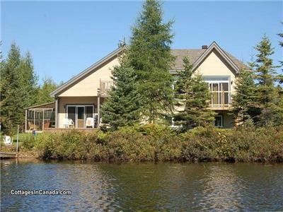 Laurentian Cottage Quebec - Lakefront, Pet Friendly, Hot Tub, Solarium & Boats!