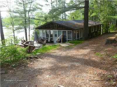 Danford Lake Cottage -WI FI and Bell satellite TV