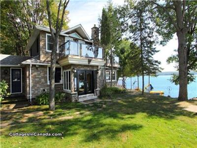 **EARLY BIRD SPECIAL** FAMILY FRIENDLY Waterfront Cottage Haliburton Algonquin