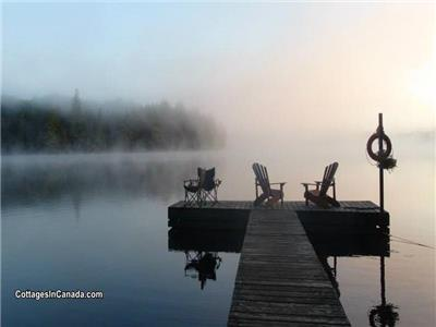 Off-grid Waterfront Yourte C / W Algonquin Canoe Pass!
