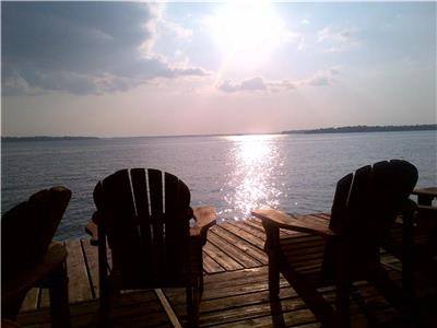 BOOK NOW FOR A COLOURFUL FALL VISIT TO THIS BEAUTIFUL LUXURIOUS COTTAGE DIRECTLY ON BALSAM LAKE