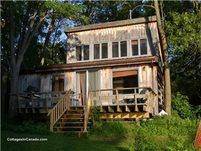 Rustic log cottage (Weekly rentals only in Summer)