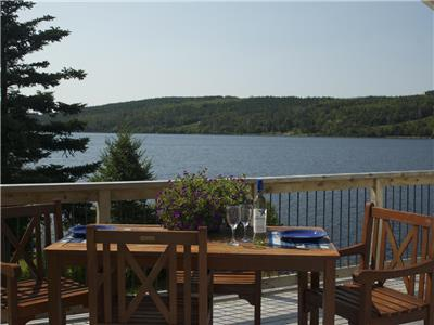 Waterfront Cottage. Pet-friendly. Ideal location for families to explore and enjoy Nova Scotia
