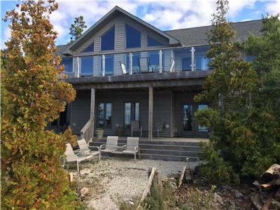 Eagle View 4-season waterfront cottage with an amazing sunset view!