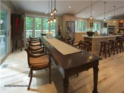 East Meets West: Hot Tub, Luxury Cottage in Southcott Pines, Grand Bend