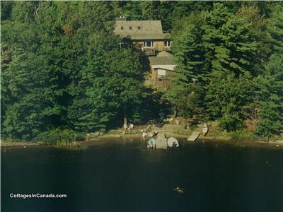 Bala, Muskoka Cottage Retreat!  WiFi, Beach, Swim Dock, Guest Suite, Bunkie, 10 Min Walk to Bala!