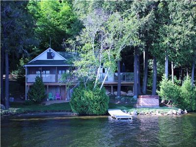 South Facing on 10 Acres * 500ft Frontage * Hot Tub * Beach * Kayaks * Canoe * Stand Up Boards