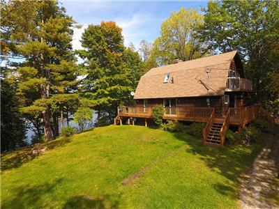 Crystal Lake - Executive cottage on a private lot