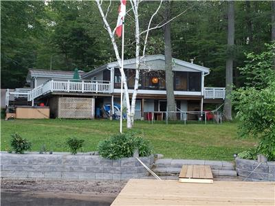 -Summer 2021- 3 time slots remaining- * Lakefront 5 Bedrooms + AC + Hot Tub *