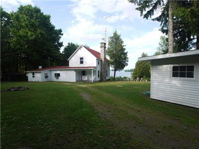 Waterfront Cottage For Rent - Big Rideau Lake, Portland, Ontario - Sleeps 12 (max)