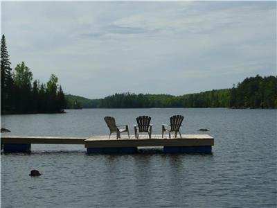 Mitchell Bay Chalet (Lac Bernard 35 min north of Ottawa)