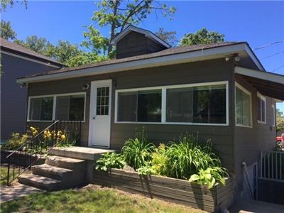 Cottage in the Bend - Located steps away from all the action on the main drag