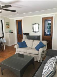 Tyler Lane Cottage, Lakeview, 50 metres to the beach