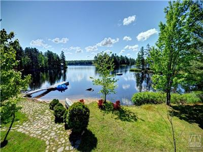 Beachfront, Serene Getaway with separate Bunkie included, right on Seguin recreational trail!