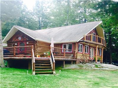 Waterfront rustic log cottage  all amenities 1 1/2 drive from Toronto - 10 min from port severn