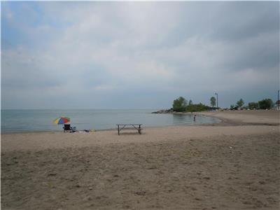 Georgian Bay Lakeside Cottage - 3 bedrooms - 90 Mins North of Toronto -