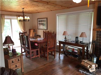 Cottage Rental in Bobcaygeon - Beautiful All Season Waterfront Family Cottage, Pigeon Lake Area.