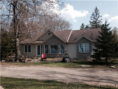 * BEAUTIFUL VIEWS OF LAKE HURON FROM THIS RENOVATED BEACHHOUSE