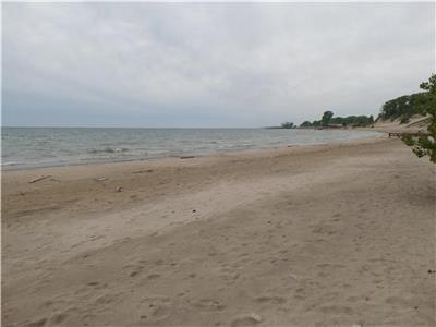 Beautiful Lake Erie Shores. Perfect private sand beach. Clear water. Affordable family vacation.