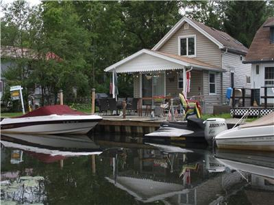Lake Chautauqua 2 bedroom Waterfront Cottage on canal